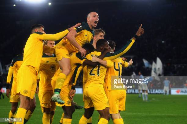 Olivier Ntcham of Celtic with his teammates celebrates after scoring the team's second goal during the UEFA Europa League group E match between SS...