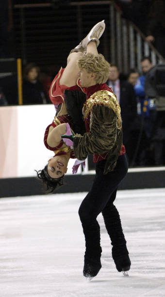 Torino 2006 olympic games figure skating ice dancing free olivier schoenfelder and isabelle delobel of france during the ice dancing free skate program at the voltagebd Gallery