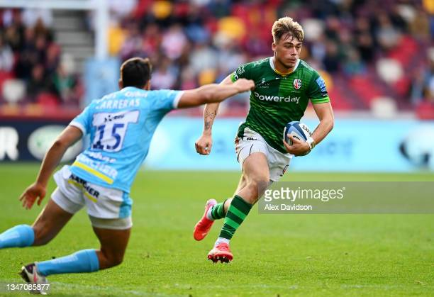 Ollie Hassell-Collins of London Irish makes a break during the Gallagher Premiership Rugby match between London Irish and Gloucester Rugby at...