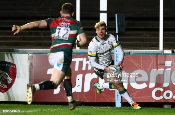Ollie Hassell-Collins of London Irish runs in to score his side's second try during the Gallagher Premiership Rugby match between Leicester Tigers...