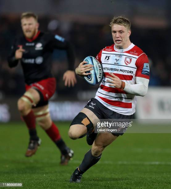 Ollie Thorley of Gloucester breaks with the ball during the Gallagher Premiership Rugby match between Gloucester Rugby and Saracens at Kingsholm on...
