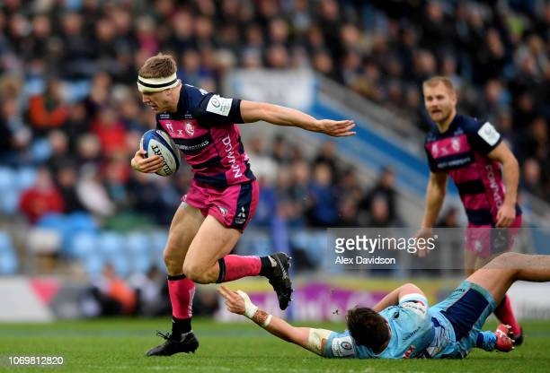 Ollie Thorley of Gloucester Rugby beats Alec Hepburn of Exeter Chiefs during the Heineken Champions Cup match between Exeter Chiefs and Gloucester...