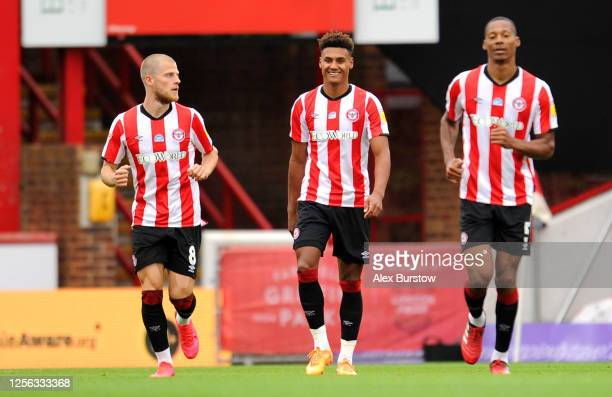 Ollie Watkins of Brentford celebrates with his team mates after scoring his team's first goal during the Sky Bet Championship match between Brentford...