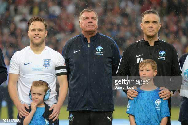 Olly Murs Sam Allardyce and Robbie Williams lineup prior to kick off during Soccer Aid for Unicef 2018 at Old Trafford on June 10 2018 in Manchester...
