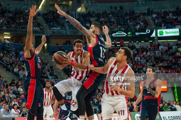 Olympiacos' American guard Brian Roberts vies with Baskonia's French center Vincent Poirier during the 2017/2018 Turkish Airlines EuroLeague Regular...