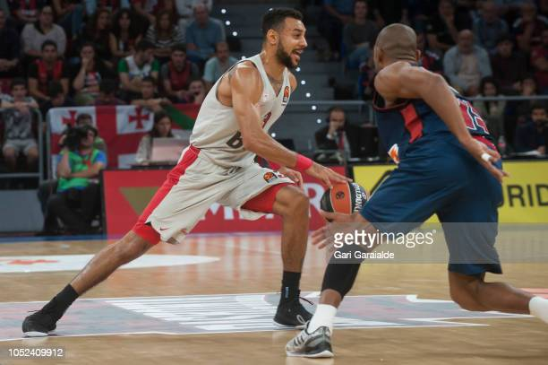 OlympiacosÕ American guard Nigel WilliamsGoss vies with Baskonia's Italian guard Jayson Granger during the Turkish Airlines EuroLeague match between...