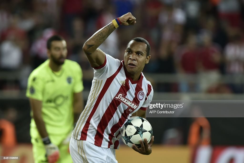 Olympiacos' Colombian midfielder Felipe Pardo celebrates his first goal during the Group D UEFA Champions League football match between Olympiacos and Sporting Lisbon at The Karaiskaki stadium in Piraeus, near Athens on September 12, 2017. /