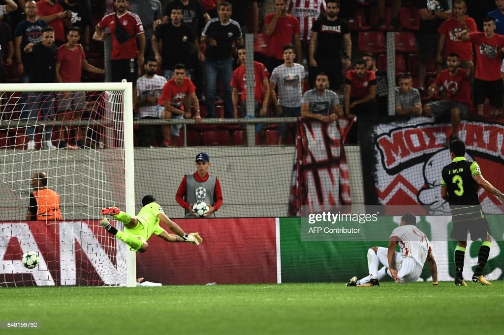 Olympiacos' Colombian midfielder Felipe Pardo (2ndR) scores his team's second goal during the UEFA Champions League Group D football match between Olympiacos Piraeus FC and Sporting Lisbon on September 12, 2017 at the Karaiskaki stadium in Athens. /