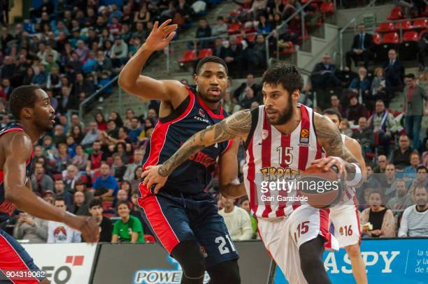 Olympiacos' Greek forward Georgios Printezis vies with Baskonia's American center Kevin Jones during the 2017/2018 Turkish Airlines EuroLeague...