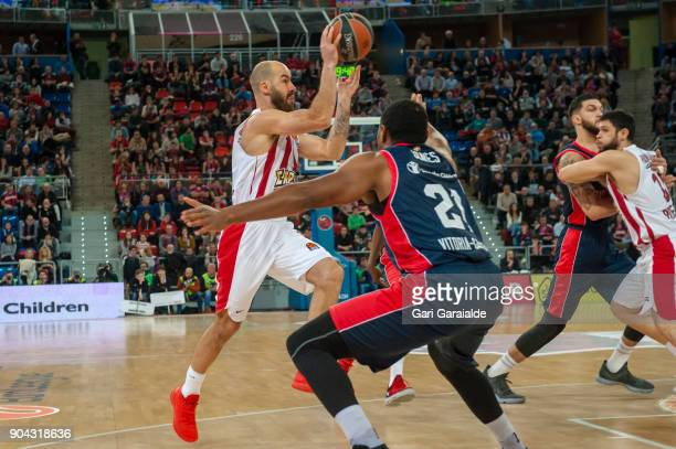 Olympiacos' Greek guard Vassilis Spanoulis vies with Baskonia's American center Kevin Jones during the 2017/2018 Turkish Airlines EuroLeague Regular...