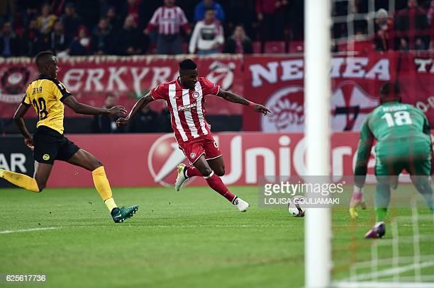 Olympiacos Piraeus' Nigerian forward Brown Ideye tries to score against BSC Young Boys' Swissgoalkeeper Yvon Mvogo during the Europa League football...