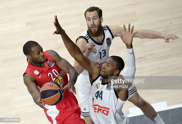 Olympiacos Piraeus' US guard Oliver Lafayette vies with Real Madrid's US forward Marcus Slaughter during the Euroleague Final Four basketball match...