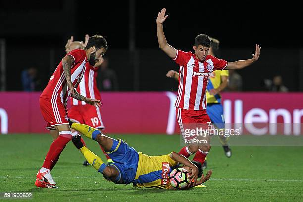 Olympiaco's Swedish forward Jimmy Durmaz with Olympiaco's Spanish defender Alberto Botia during the UEFA Europa League 2016/17 match between FC...
