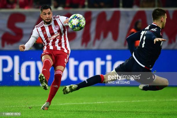 Olympiakos' Greek midfielder Andreas Bouchalakis and Red Star Belgrade's Serbian midfielder Marko Gobeljic vie for the ball during UEFA Champions...