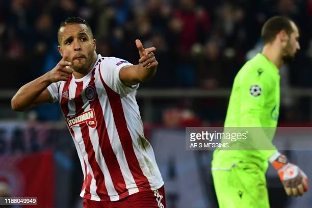 Olympiakos' Moroccan forward Youssef ElArabi celebrates scoring a penalty against Red Star Belgrade's Canadian goalkeeper Milan Borjan during UEFA...