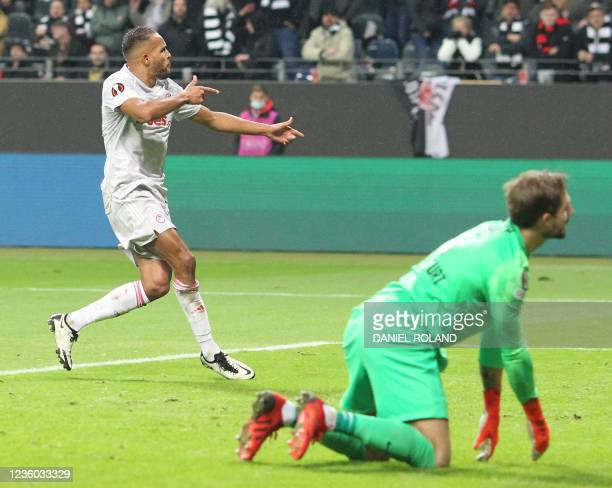 Olympiakos' Moroccan forward Youssef El-Arabi celebrates scoring the 1-1 from the penatly spot during the UEFA Europa League group D football match...