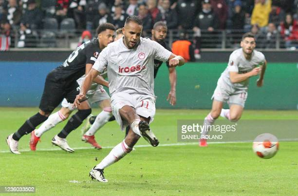 Olympiakos' Moroccan forward Youssef El-Arabi scores the 1-1 from the penatly spot during the UEFA Europa League group D football match between...