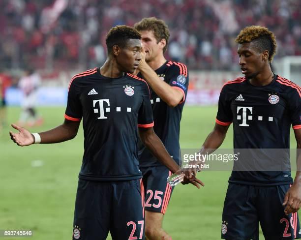 Olympiakos Piraeus - FC Bayern Muenchen David Alaba und Kingsly Coman 8re, FC Bayern Muenchen) klatschen nach dem Schlusspfiff ab