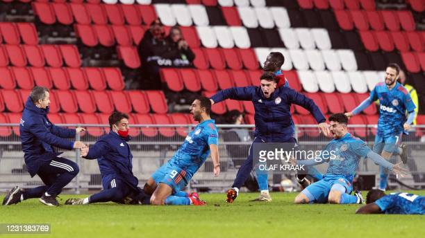 Olympiakos' players celebrate after scoring during the UEFA Europa League round of 32 second-leg football match between PSV Eindhoven and Olympiakos...