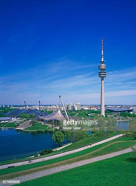 olympiapark and tower, munich - parc olympique lieu photos et images de collection
