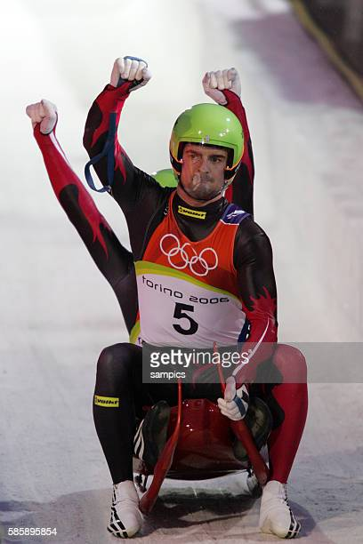Olympiasieger Andreas Linger und Wolfgnag Linger AUT Rodeln Doppelsitzer Herren Ziel olympische Winterspiele in Turin 2006 olympic winter games in...