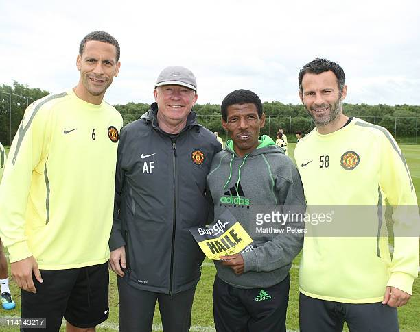 Olympic 10,000m gold medallist Haile Gebrselassie poses with the Rio Ferdinand, Sir Alex Ferguson and Ryan Giggs of Manchester United during a first...