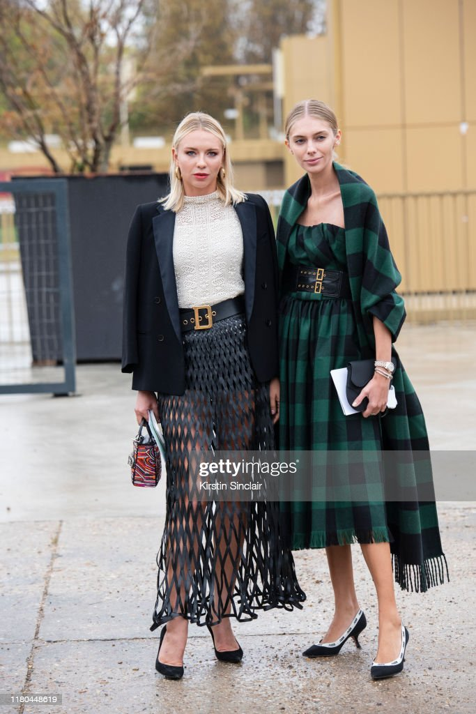 Street Style : Paris Fashion Week - Womenswear Spring Summer 2020 : Day Two : News Photo