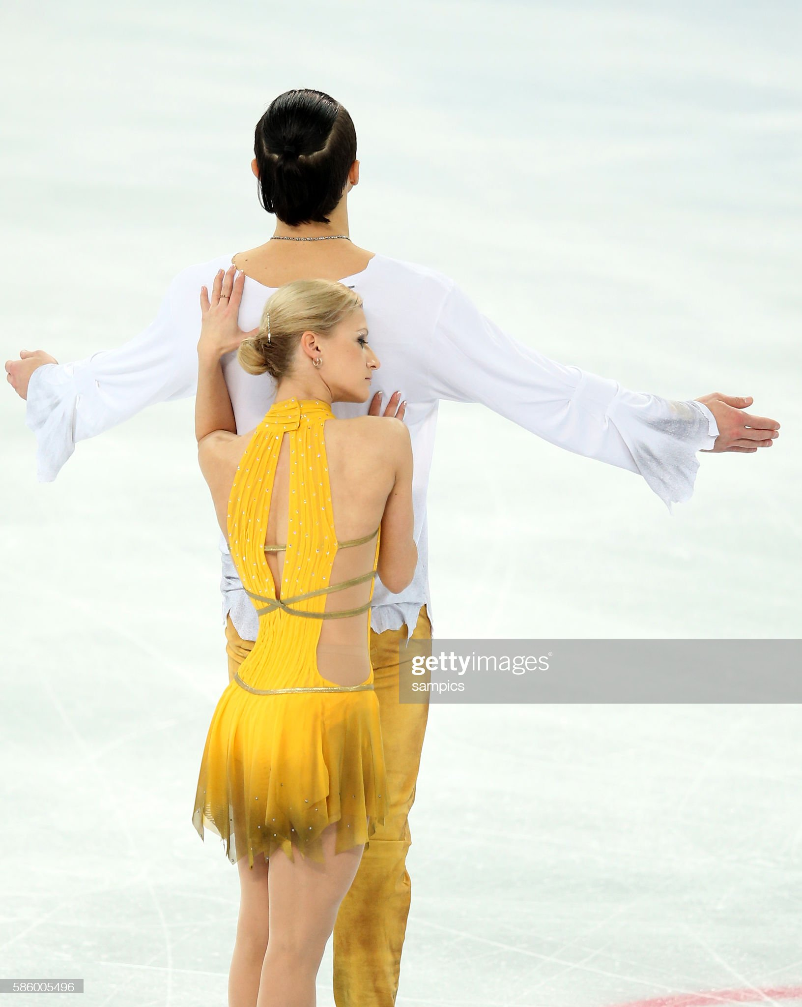 https://media.gettyimages.com/photos/olympic-champion-tatiana-volosozhar-maxim-trankov-figure-skating-picture-id586005496?s=2048x2048