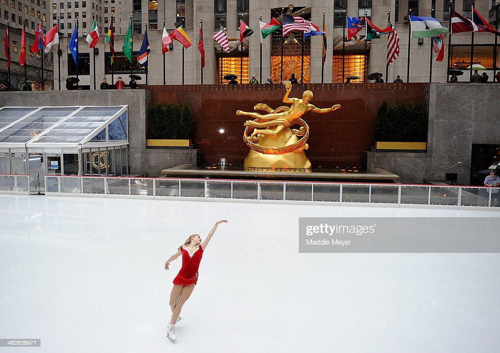 Olympian Gracie Gold Performs at Rockefeller Center : News Photo