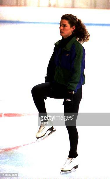 S Olympic figure skater Nancy Kerrigan stretches her injured knee during a workout at her hometown arena 17 January 1994 During this first public...