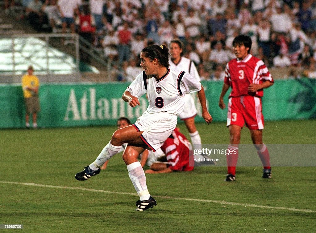 1996 Olympic Games. Atlanta, USA. Sanford Stadium, Georgia. Women's Football. Gold Medal Match. USA 2 v China 1. USA+s Shannon MacMillan scores her side+s first goal. : News Photo