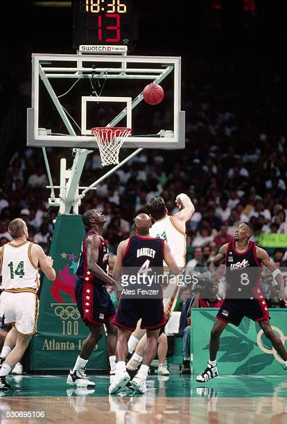 1996 olympic games basketball match - 1996 summer olympics atlanta stock pictures, royalty-free photos & images
