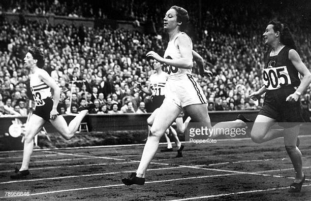 Olympic Games London England Women's 200 Metres SemiFinal Austalia's Shirley Strickland and Great Britain's A Williamson in a dead heat