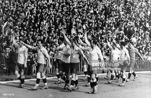 Olympic Games Paris France FootballThe victorious Uruguayan team take a lap of honour after their win over Switzerland in the final at Stade Colombes