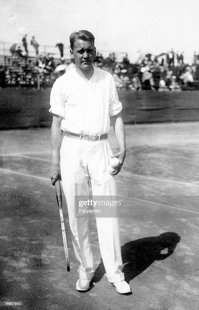 1924 Olympic Games. Paris, France. Tennis. USA's Vincent Richards who took the gold medal in the Men's singles. : ニュース写真