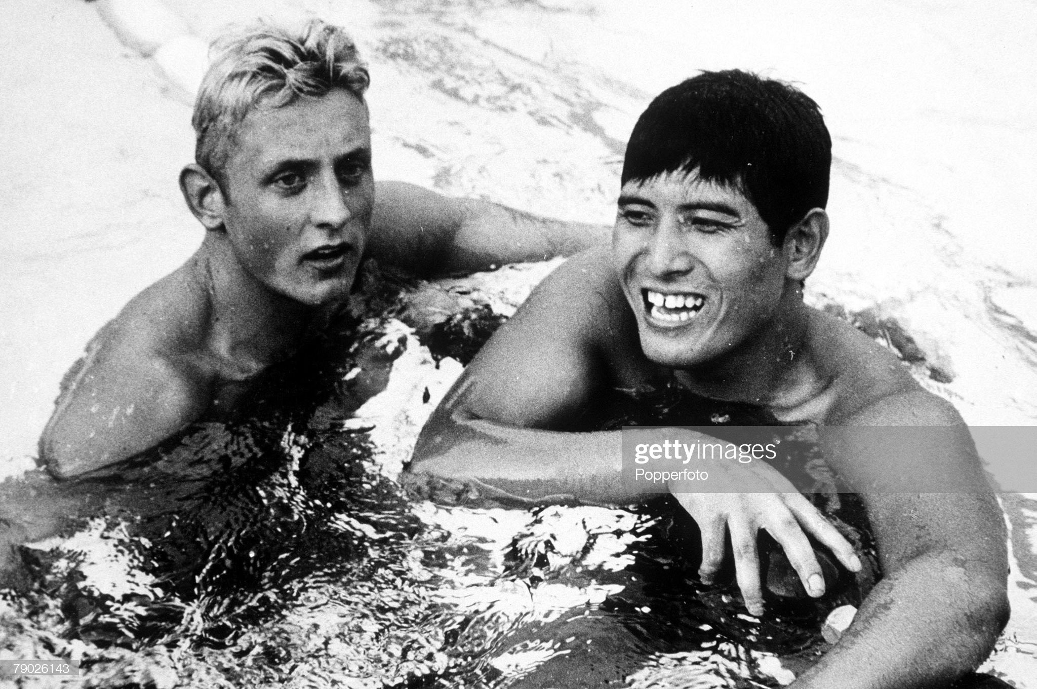 1960 Olympic Games. Rome, Italy. Swimming. Men's 400 Metres Freestyle. Great Britain's fourth placed swimmer Ian Black with Japan's Majoto Fukui who finished in eighth place. : Fotografía de noticias