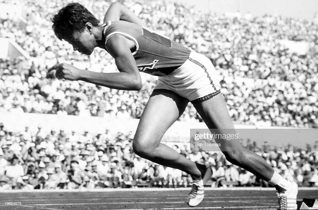 1960 Olympic Games, Rome, Italy, Women's 200 metres Heat, USA's Wilma Rudolph sets a new Olympic record of 23,2 secs in the opening heat, Rudolph went on to win the Gold Medal : News Photo