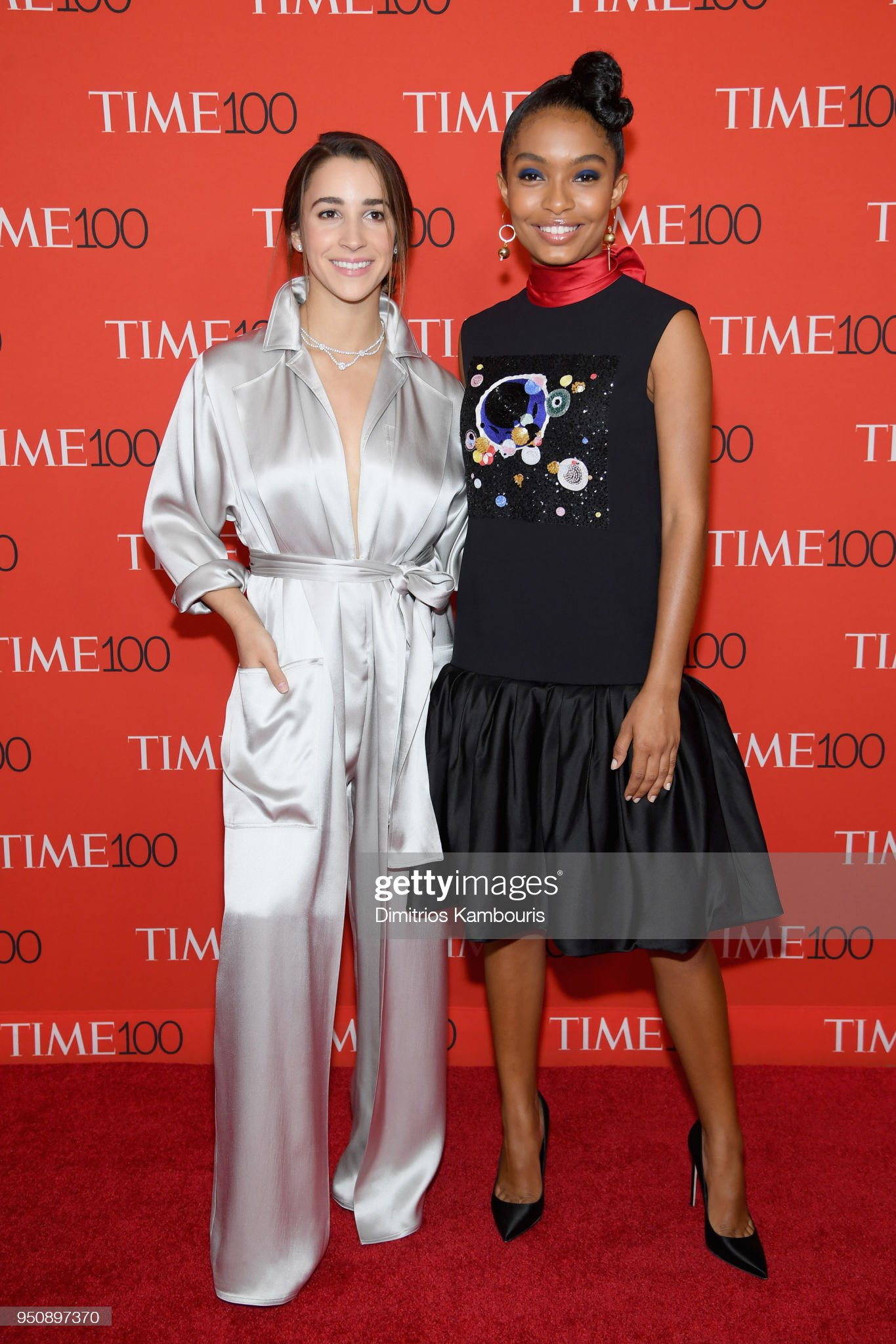 ¿Cuánto mide Aly Raisman? - Real height Olympic-gymnast-aly-raisman-and-actor-yara-shahidi-attend-the-2018-picture-id950897370?s=2048x2048