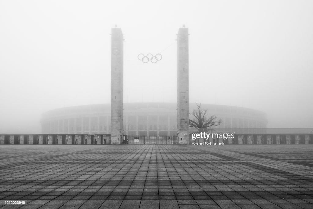Olympic Stadium Berlin in the fog : Stock-Foto