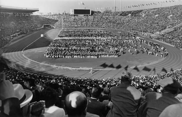 حامل الشعلة الأولمبية يوشينوري ساكاي ، الذي أسقطت فيه القنبلة على المجتمع المحلي ، مفتوحة على شرف ...