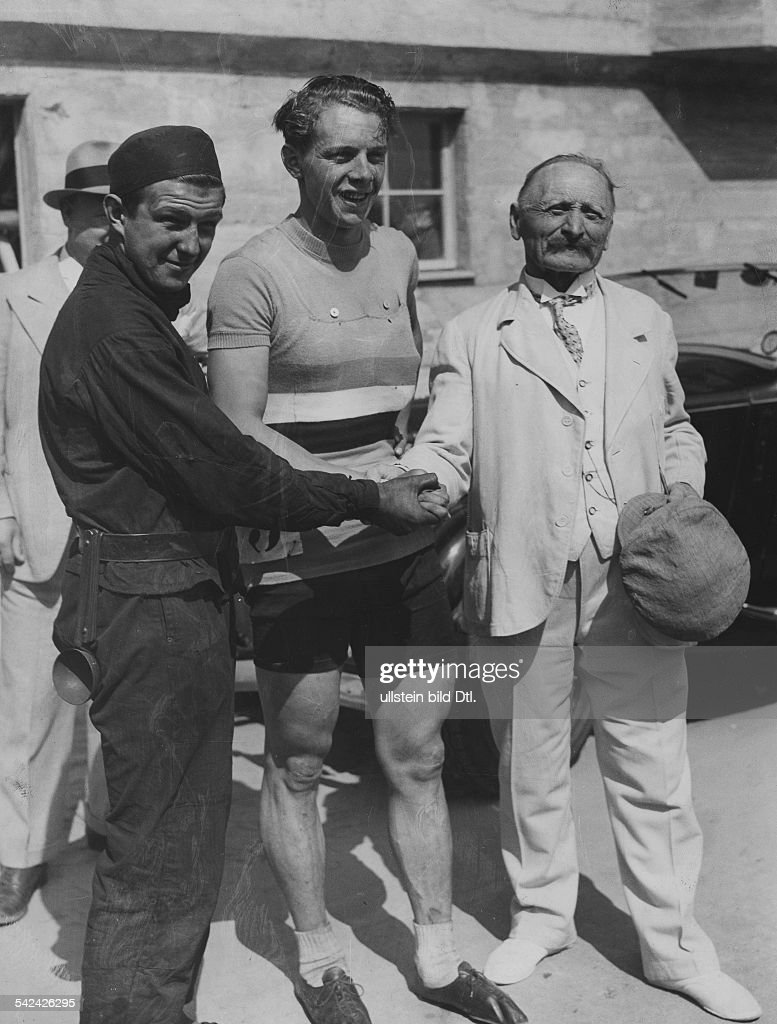 1936 Olympics, Berlin: 100km Road bicycle racing: A Chimney sweep and the runner-up of the Olympic Games in Athen in 1896, August Goedrich (Germany, right) congratulate the Olympic champion Robert Charpentier (France) - 10.08.1936- Photographer: Pres : Nachrichtenfoto