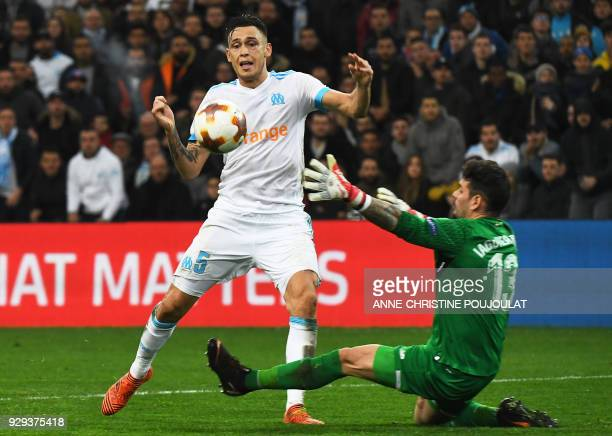 Olympique de Marseille's Argentinian forward Lucas Ocampos vies with Athletic Bilbao's Spanish goalkeeper Iago Herrerin during the UEFA Europa League...
