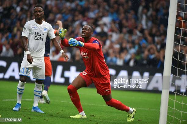 TOPSHOT Olympique de Marseille's French goalkeeper Steve Mandanda reacts after an own goal scores by Marseille's Guinean midfielder Bouna Sarr during...