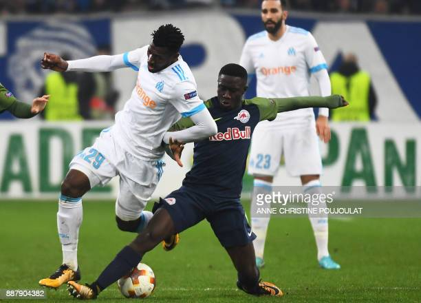 Olympique de Marseille's French midfielder AndreFrank Zambo Anguissa vies with Salzburg's midfielder from Mali Diadié Samassékou during the UEFA...