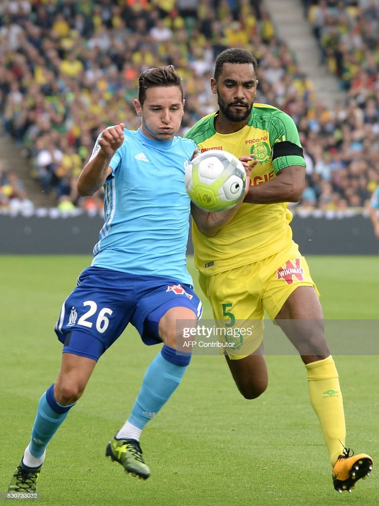 Olympique de Marseille's French midfielder Florian Thauvin (L) vies with Nantes' French defender Koffi Djidji during the French Ligue 1 football match between Nantes (FCN) and Olympique de Marseille (OM) on August 12, 2017 at Beaujoire stadium, in Nantes, western France. /
