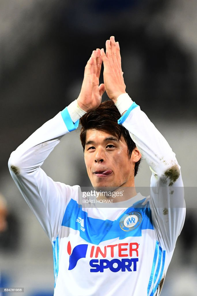 Olympique de Marseille's Japanese defender Hiroki Sakai reacts at the end of the French Ligue 1 football match between Olympique de Marseille (OM) and Guingamp at the Velodrome stadium in Marseille on February 8, 2017. / AFP / BORIS
