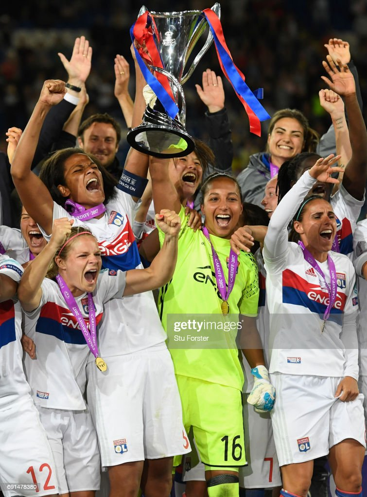 Olympique Lyonnais celebrate with the trophy after the UEFA Women's Champions League Final between Lyon and Paris Saint Germain at Cardiff City Stadium on June 1, 2017 in Cardiff, Wales.