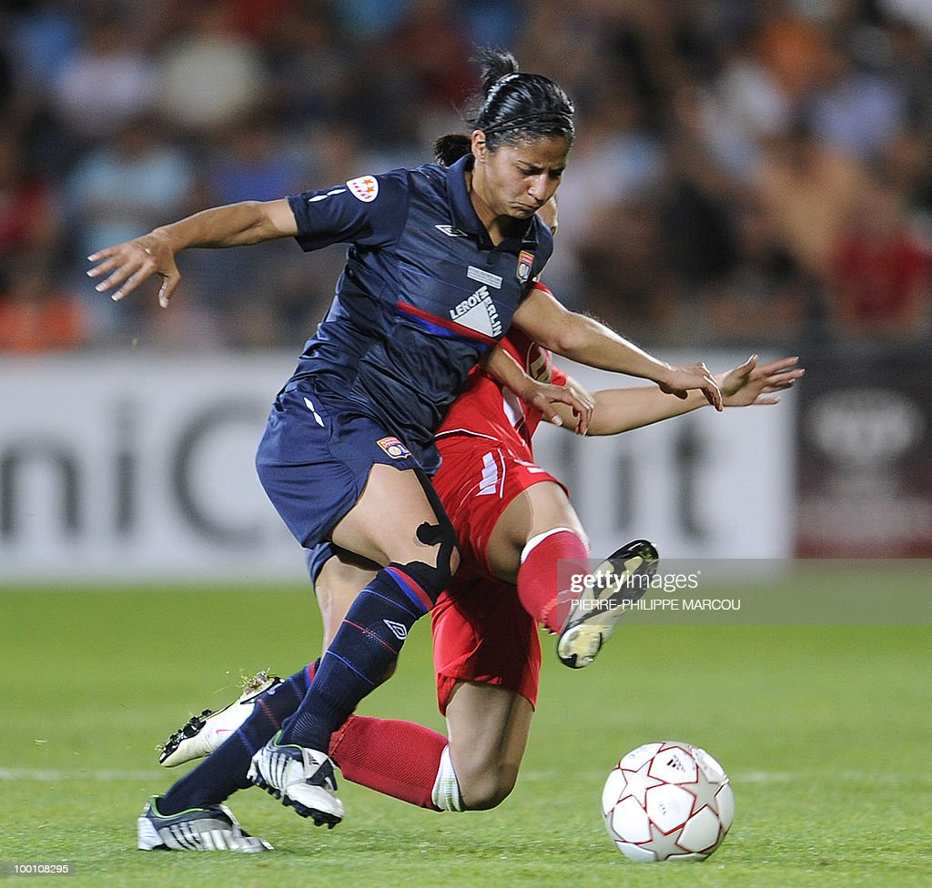Olympique Lyonnais Costa Rican midfielder Shirley Cruz Trana (L) vies with FFC Turbine Potsdam's forward Jessica Wich during their Final Women's Champions League football match at Coliseum Alfonso Pérez in Getafe on May 20, 2010.