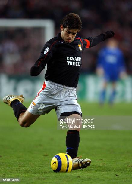 Olympique Lyonnais' Juninho scores from a free kick against PSV Eindhoven