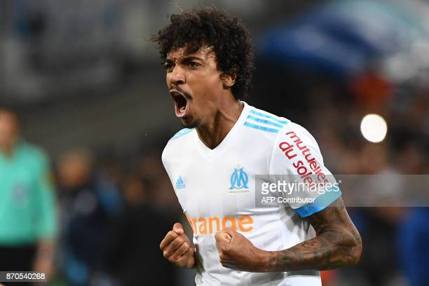 Olympique Marseille's Brazilian midfielder Luiz Gustavo celebrates after scoring the first goal during the French L1 football match between Olympique...